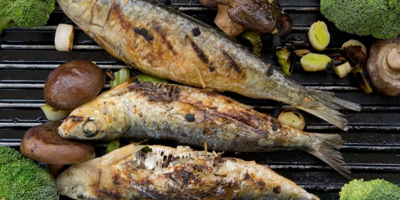 grilling sardines with veggies